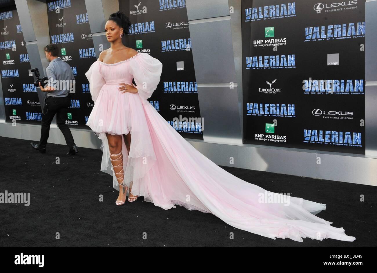 Los Angeles, CA, EUA. 17 de Julho, 2017. Rihanna em chegadas para VALERIAN E A CIDADE DE MIL PLANETAS Premiere, Imagens de Stock