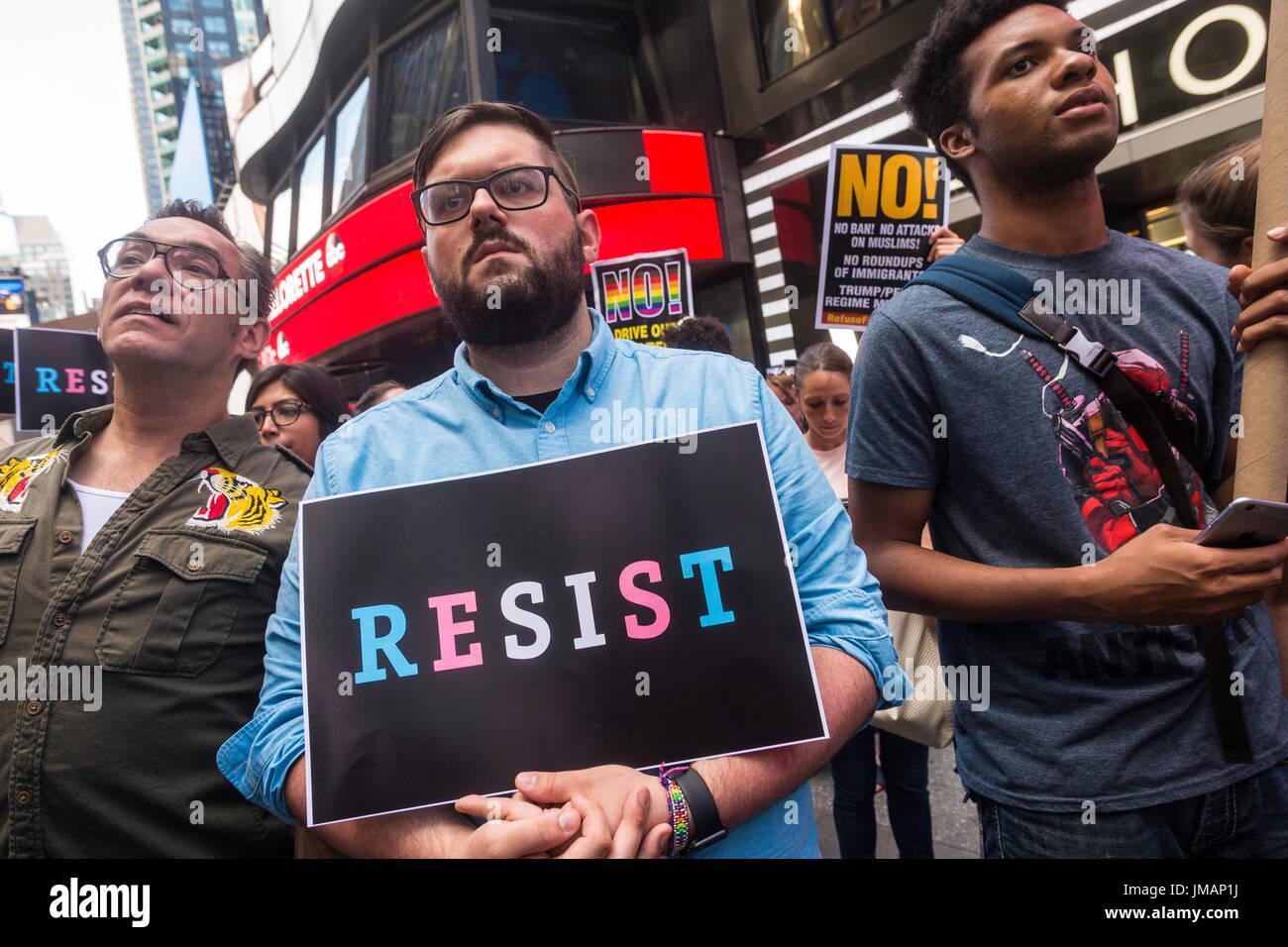 Nova Iorque, NY 26 de Julho de 2017 em resposta ao Presidente Donald Trump tweet da proibição de transsexuais Imagens de Stock
