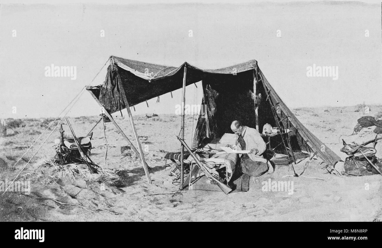Explorador francês Fernand Foureau durante a expedição de Foureau-Lamy no Chade, em 1900, a fotografia do semanário Foto de Stock