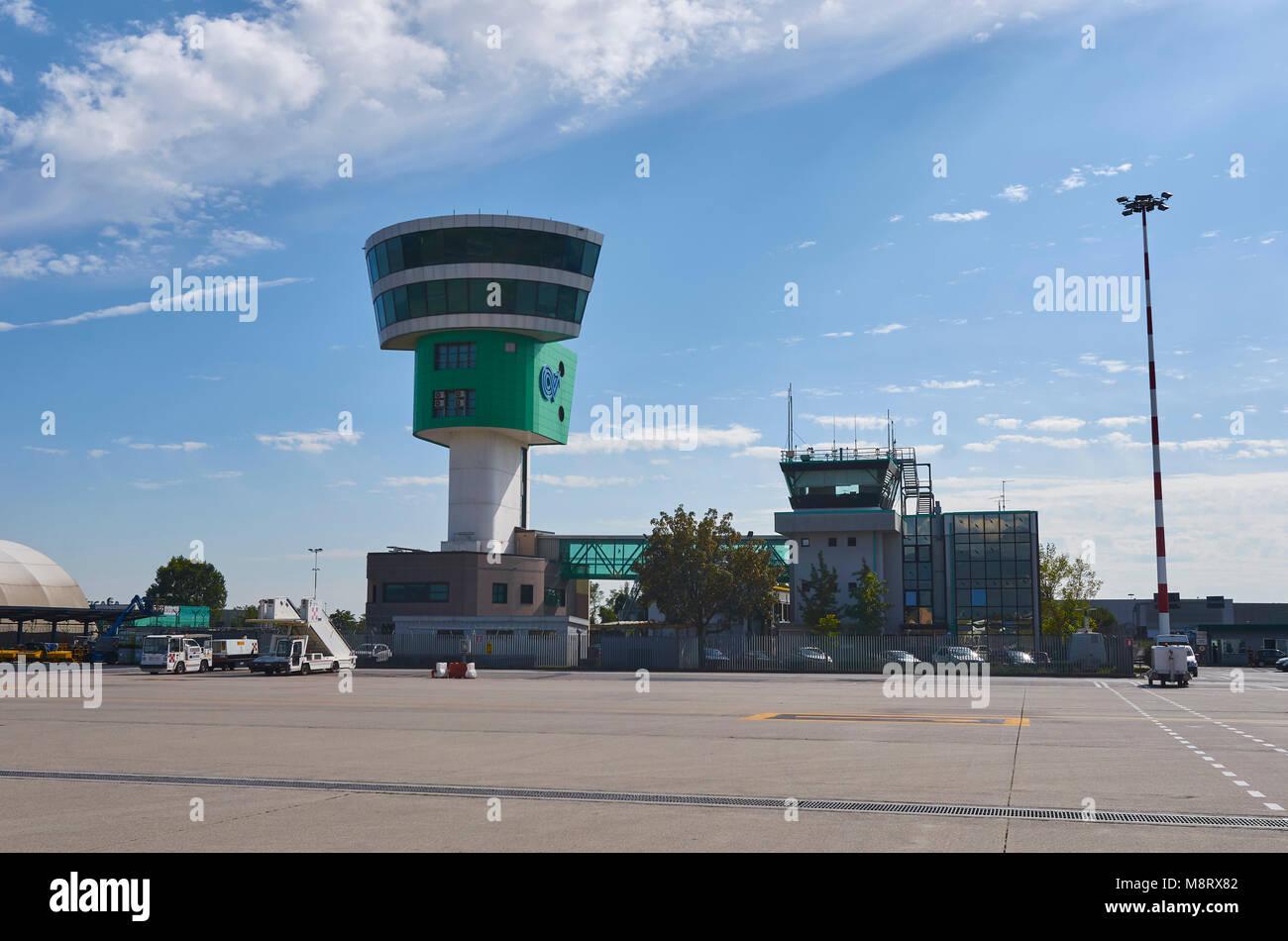Aeroporto Orio Al Serio : Zzzleepandgo bgy orio al serio u updated prices