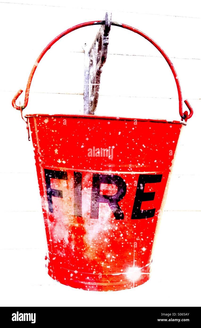 Perto de um balde de incêndio Imagens de Stock
