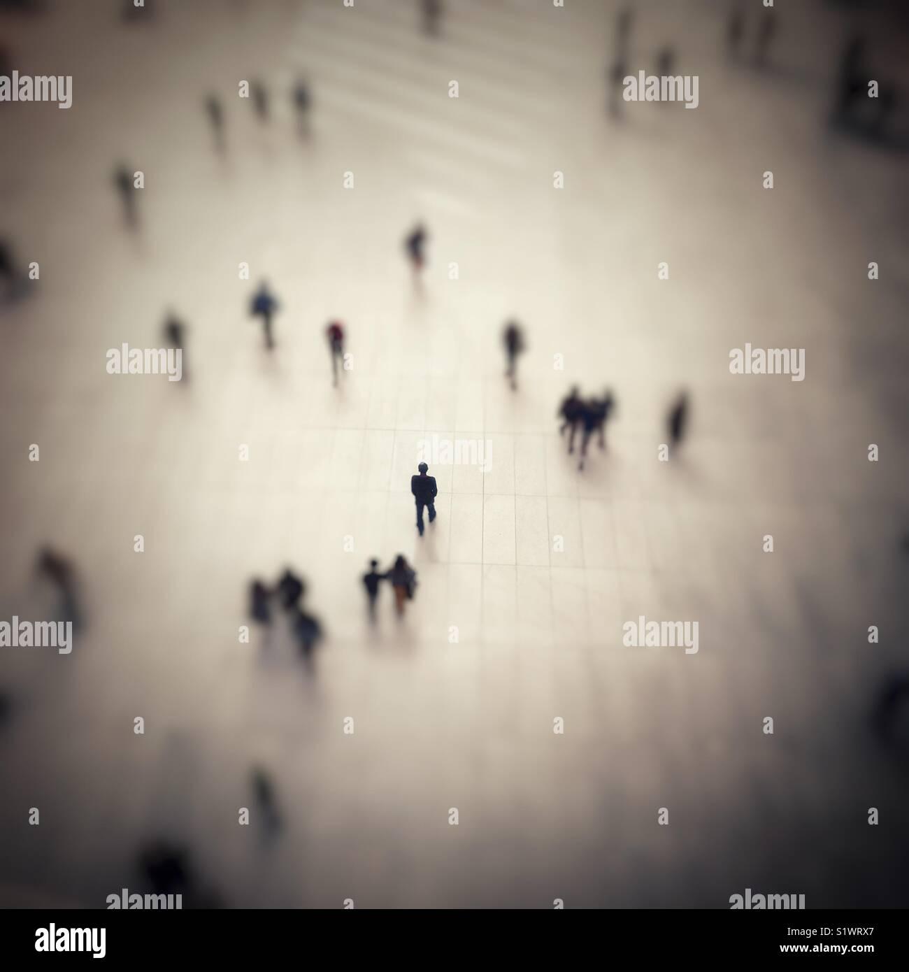 Um homem solitário em foco no World Trade Center estação de caminho. Imagens de Stock