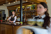 hotel-barmaid-and-waitress-england-G8CYN