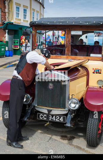 the-driver-fixes-charlotte-the-charabanc