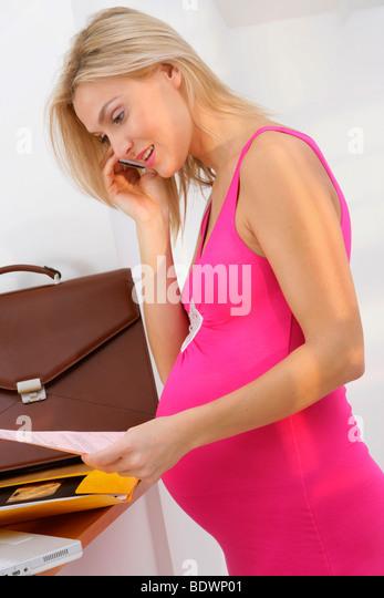 Может ли работодатель уволить беременную девушку