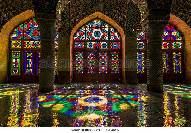 nasir-al-mulk-mosque-in-shiraz-egc0ak.jp