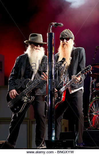 texas-blues-rock-band-zz-top-performing-