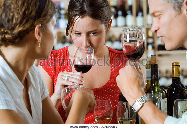 friends-wine-tasting-in-off-licence-woma
