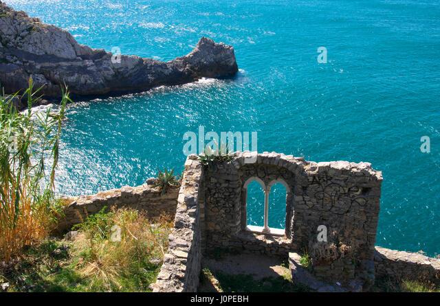 daylight-window-on-the-sea-in-portovener