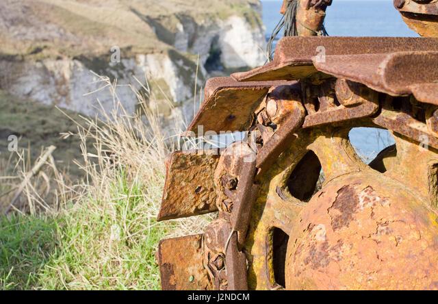 close-up-detail-of-rusty-caterpillar-tra