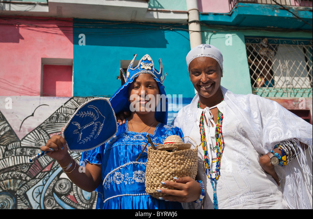 Women ready for a performance in the streets of La Habana, Cuba, Caribbean. - Stock Image