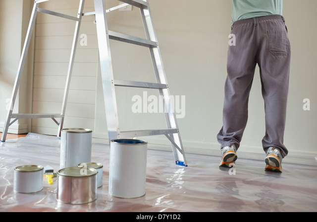Man painting in room - Stock Image