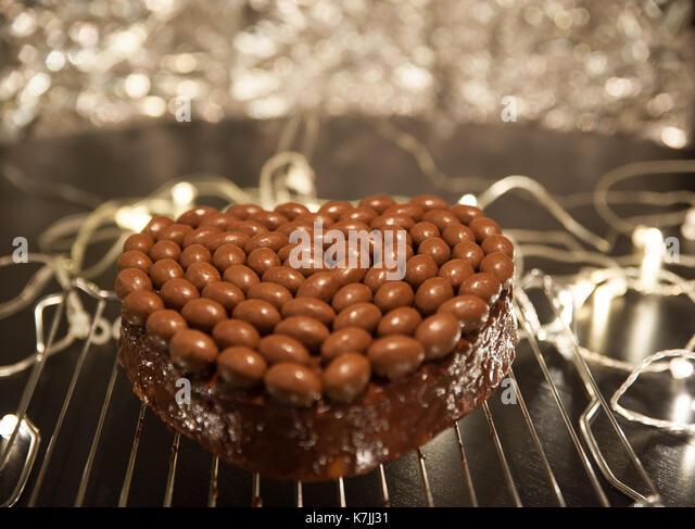 heart-shaped-chocolate-cake-k7jj31.jpg