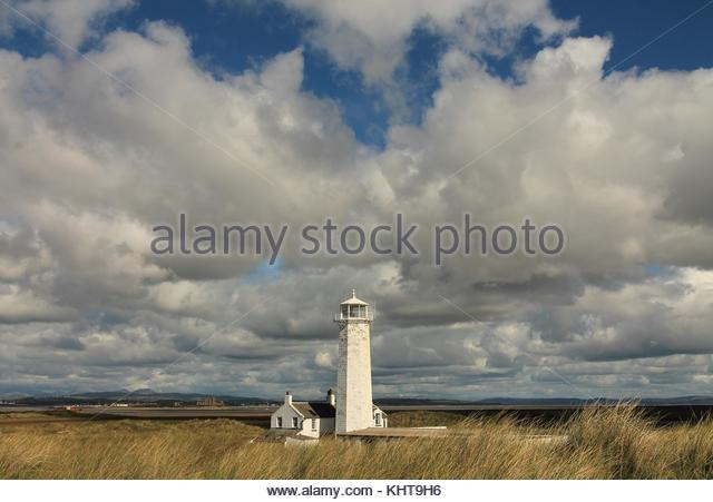 south-walney-lighthouse-situated-on-waln