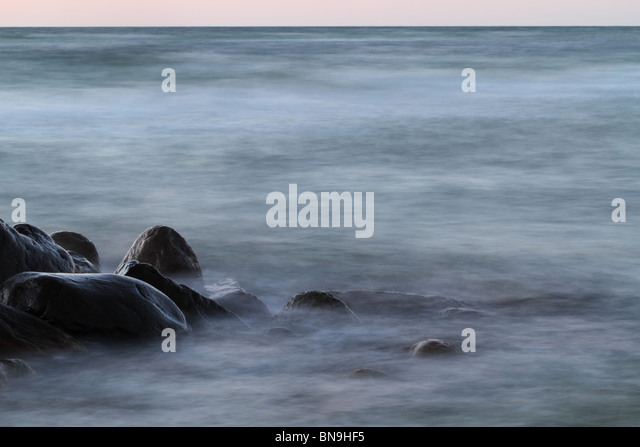waves-breaking-on-rocks-in-the-evening-b
