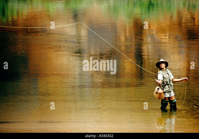 woman-flyfishing-a5m302.jpg
