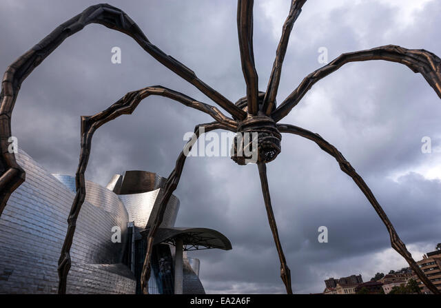 the-spider-sculpture-maman-by-louise-bou