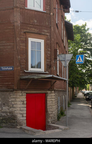 Red door at Tööstuse and Salme street corner in Kalamaja Tallinn Estonia - Stock Image