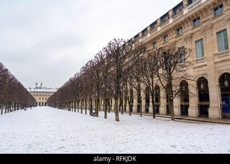 Palais Royal garden under snow, Paris, France - Stock Image