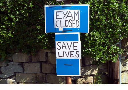 Covid 19 - sign in Eyam village during the coronavirus pandemic of 2020. The village has been in quarantine before, in the 1660s. Eyam, Derbyshire, UK. - Stock Image