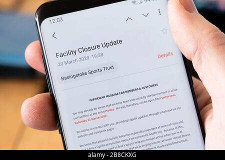 An email from Basingstoke Sports Trust informing all members that the sports and fitness centre is shut during the Coronavirus Covid 19 pandemic - Stock Image