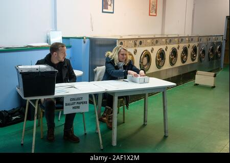 Oxford, UK. 12th Dec, 2019. A polling station is set up in a laundrette, one of the more unusual locations to vote. Credit: Andrew Walmsley/Alamy Live News - Stock Image