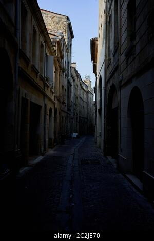 Narrow old streets in the gothic medieval part of Bordeaux City, France - Stock Image