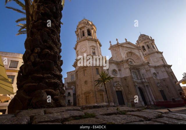 cadiz-cathedral---low-viewpoint-e64dcx.j