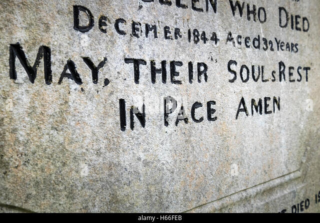 gravestone-with-misspelling-of-the-word-