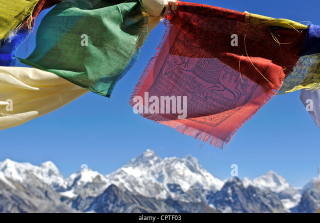 Tibetan prayer flags with views of the Everest massif from Renjo La, Nepal - Stock Image