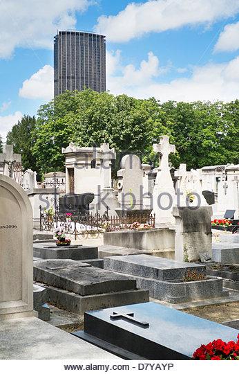 Graveyard in city center, Paris, France - Stock Image