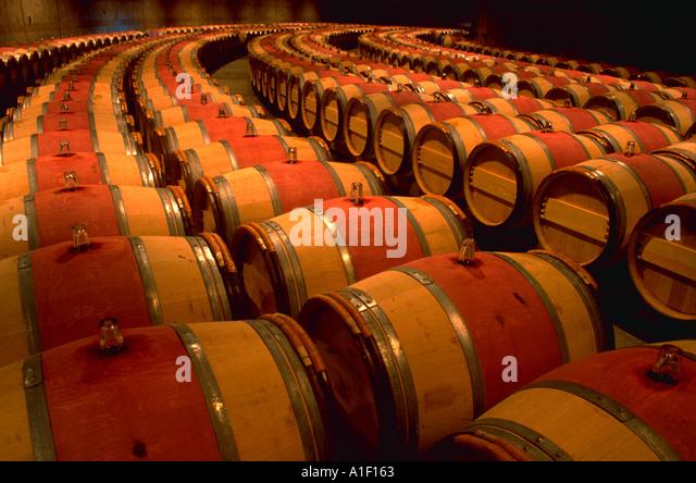 rows-of-french-oak-barrels-for-aging-win
