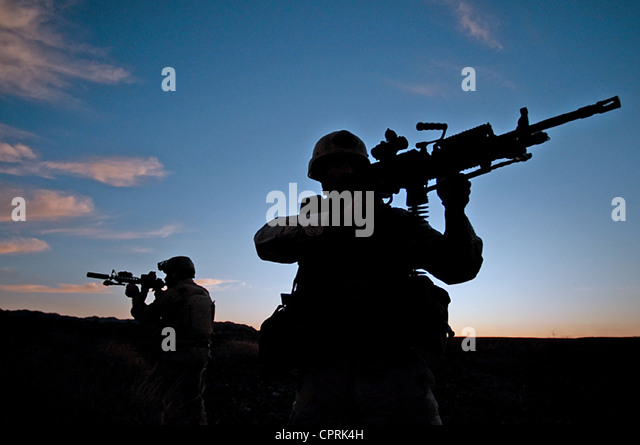 us-navy-seals-during-desert-combat-train