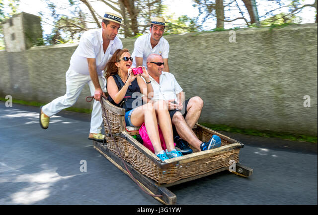 monte-toboggan-in-wicker-baskets-j3g1yw.