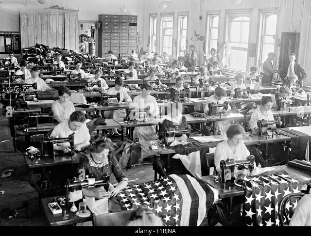 women-sew-flags-at-the-brooklyn-navy-yar