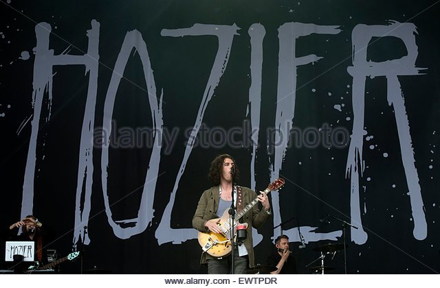 epa04822487 Irish singer-songwriter Hozier performs on The Pyramid Stage on the fourth day of Glastonbury Festival - Stock Image
