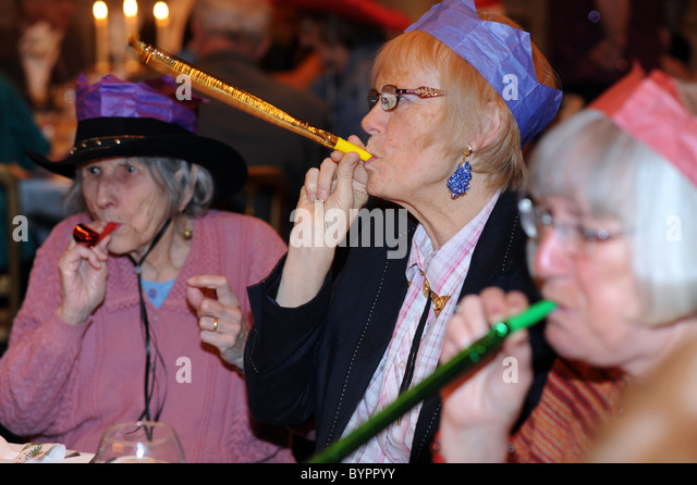 Christmas Party for elderly people in Bradford - Stock Image