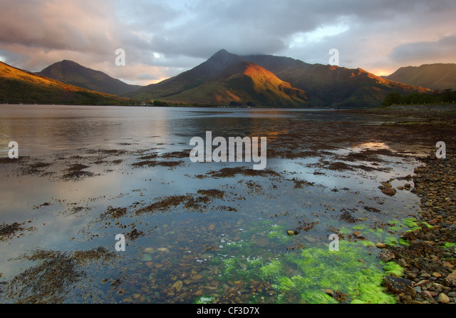 Views across Loch Leven towards Ballaculish and the peaks of Sgorr Bhan and Sgorr Dhonuill. - Stock Image