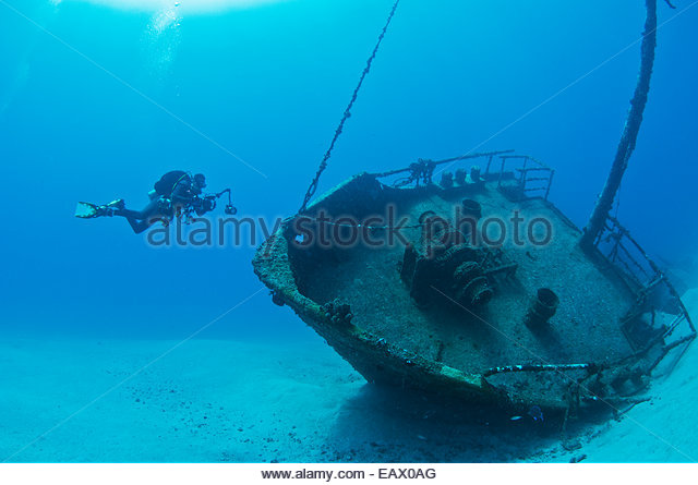 photographer-on-the-wreck-of-the-inganes