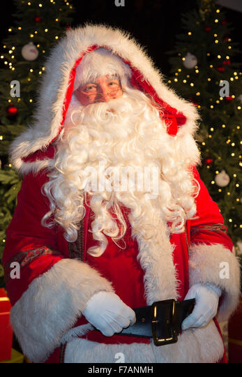 santa-claus-welcoming-celebrities-at-the