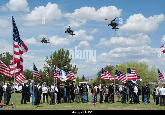 Tucson, Arizona, USA. 24th May, 2014. Apache helicopters fly over the interrment ceremony for Command Sgt. Maj. - Stock Image