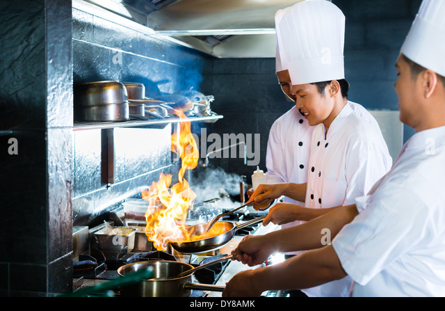 side-view-of-chefs-cooking-together-dy8a