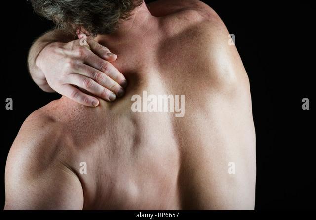 Болит плечо со спины