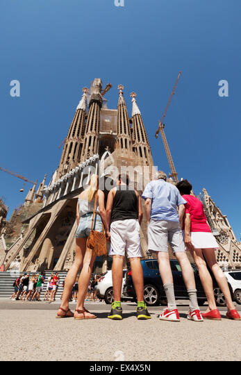 a-tourist-family-at-the-sagrada-familia-