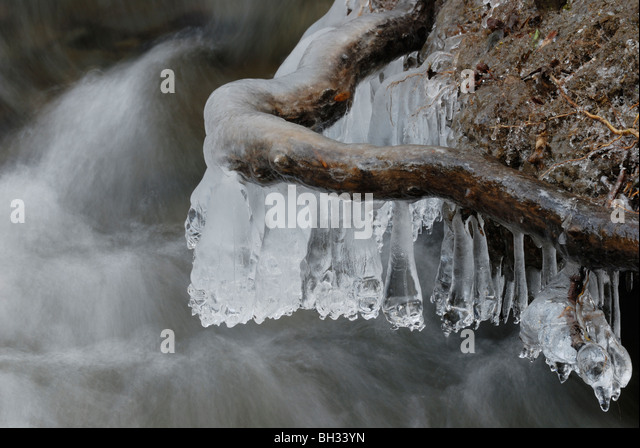 natural-ice-formations-on-river-bank-roo