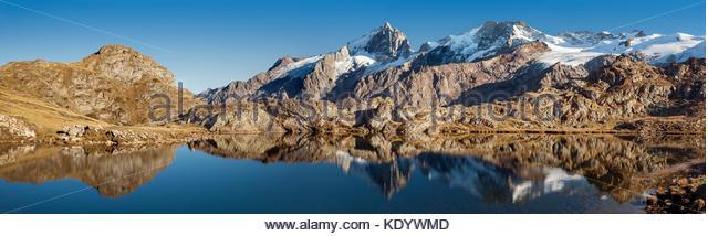 lake-lri-reflecting-la-meije-peak-in-ois