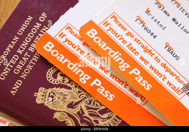 easyjet-airline-flight-boarding-pass-and