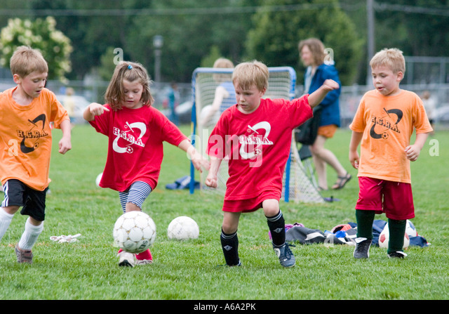 photo of girls playing soccer № 17689