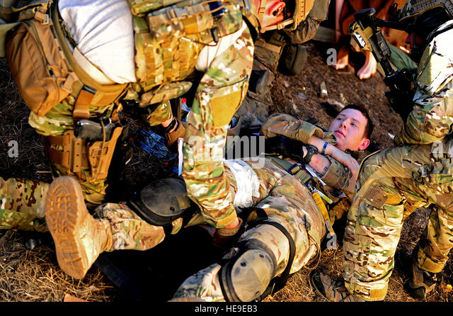 U.S. Army Rangers, 1st Battalion, 75th Ranger Regiment, Charlie Company, simulate medically treating a ranger who - Stock Image