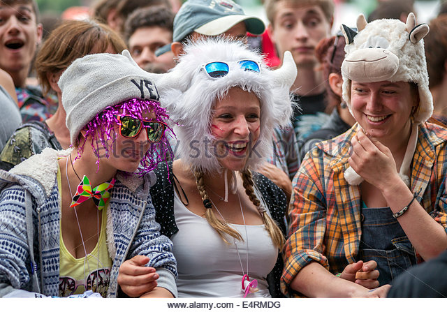 teenagers-having-fun-during-summer-festi
